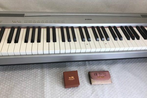 [不用品回収/買取り]千葉県船橋市 レンタル倉庫 内 ソファー 家具 デジタルピアノなど
